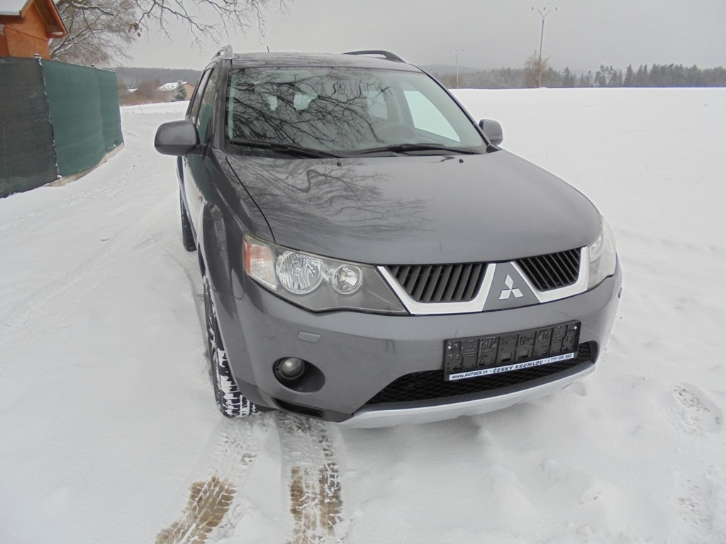 Mitsubishi Outlander 2.2 DID115kw 4x4 Intense,7míst,Top!!!